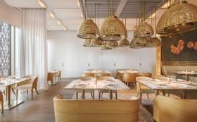 Dai Forni高级意式餐厅设计:金色火焰包围的沙漠绿洲
