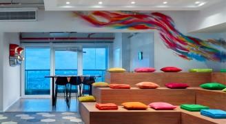 见惯了清汤寡水式的设计?来看看办公室设计中别样的绚烂色彩吧