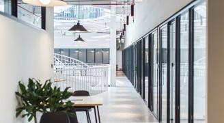 Regis合作办公区:通过历史与现代的交互感受自由与光