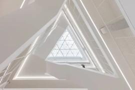 科技公司NVIDIA总部大楼设计:三角元素打造创意几何空间