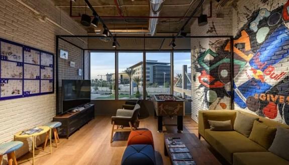 红牛埃及开罗办公室设计:粗狂工业风,强烈视觉冲击力!