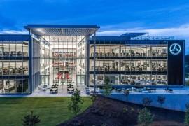 奔驰总部办公室设计:玻璃构筑的几何空间